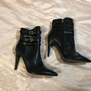 NWOT GUESS Ankle boots